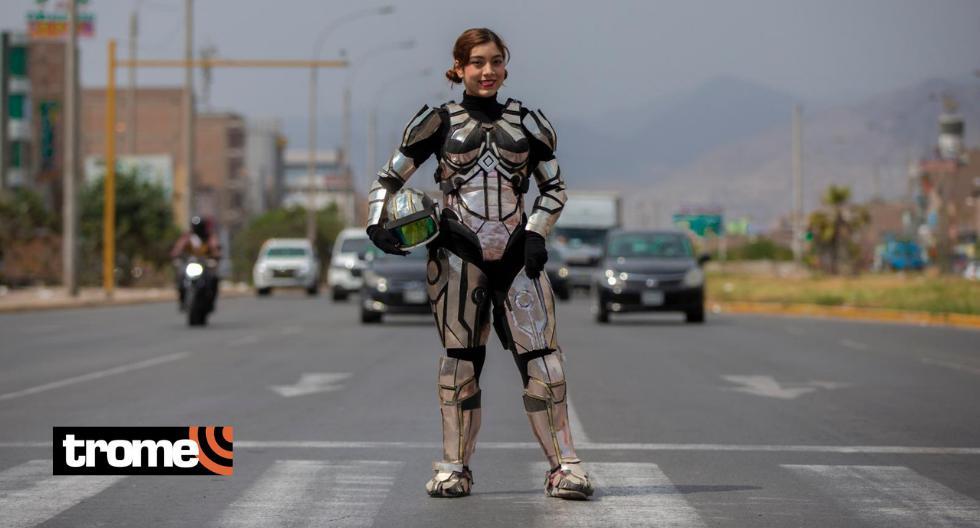 Venezolana, hija de chimbotano, hace shows en las calles.