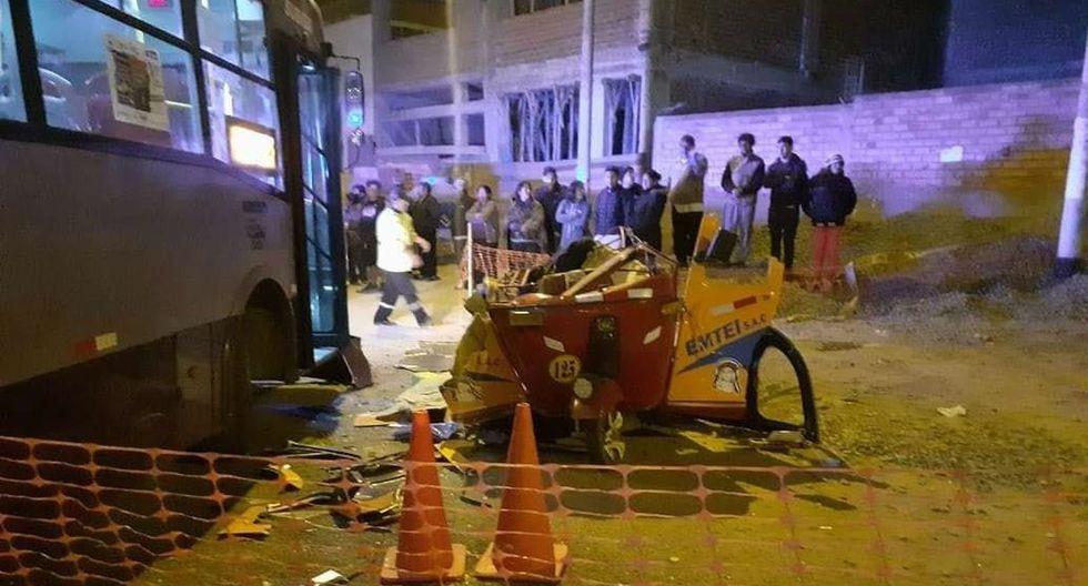 Madre, padre e hijo de 15 años mueren tras choque de mototaxi con bus del corredor morado. Foto: Andina
