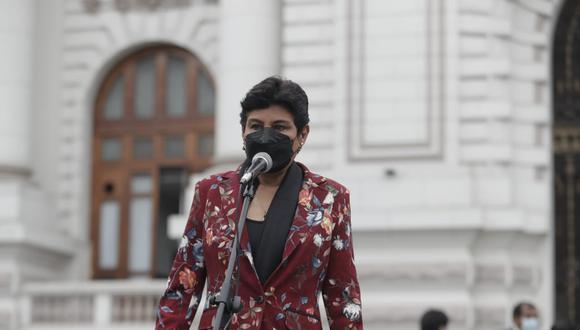 Congresista Norma Yarrow dio con palo al expremier Guido Bellido.