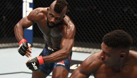 Impa Kasanganay terminó en la lona, tras una impresionante patada de Joaquín Buckley. (UFC Instagram)