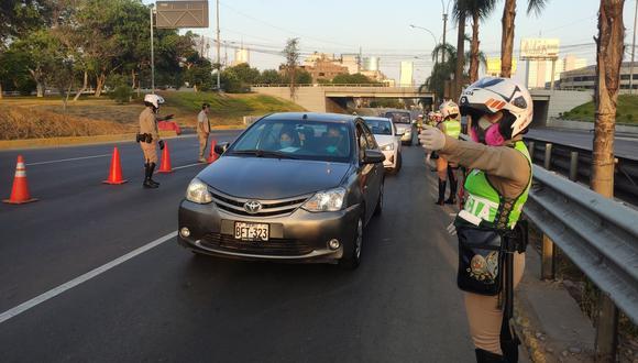 Recordemos que, desde el mes de enero en Lima y Callao las personas no podían utilizar sus vehículos particulares los días domingo. Foto: Andina