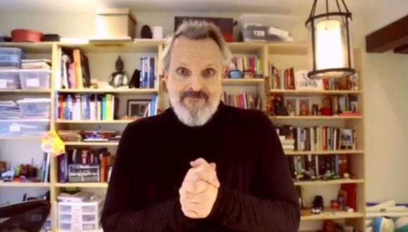 """Miguel Bosé por fin acepta que el coronavirus existe y que """"mató a mucha gente"""". (Foto: Captura de video)"""