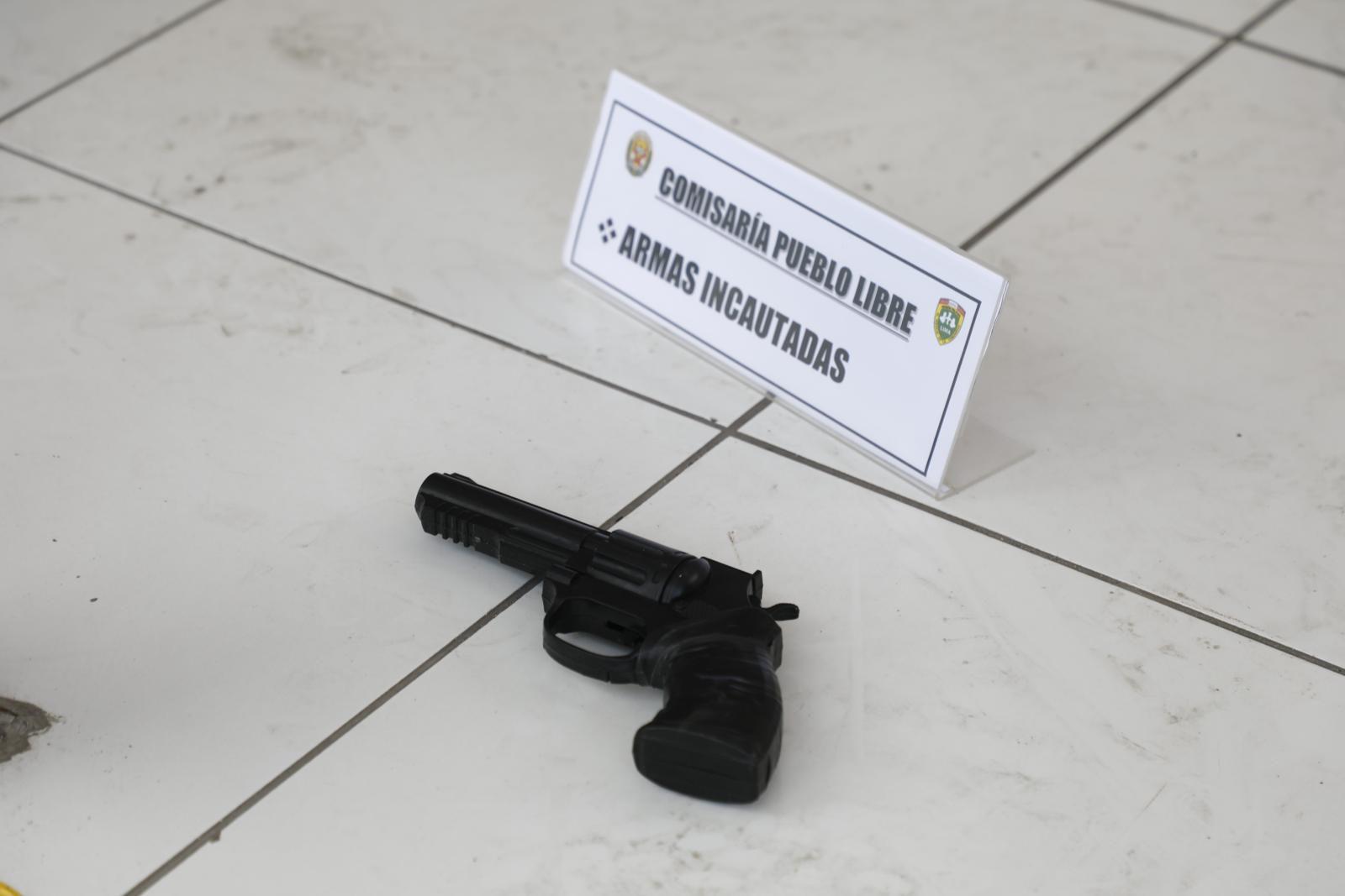 Arma incautada. | Foto: Eduardo Cavero