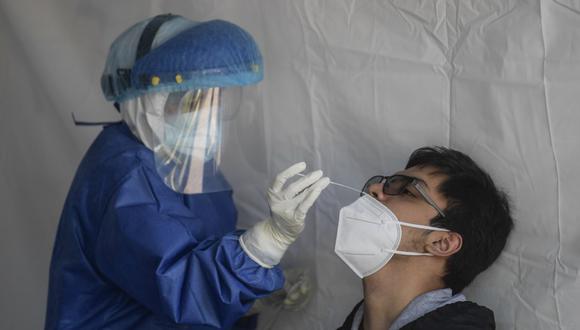 Los contagios acumulados mostraron en las últimas 24 horas un incremento porcentual de 0,62% y en las muertes el aumento ha sido del 0,55%. (Foto: Pedro PARDO / AFP)
