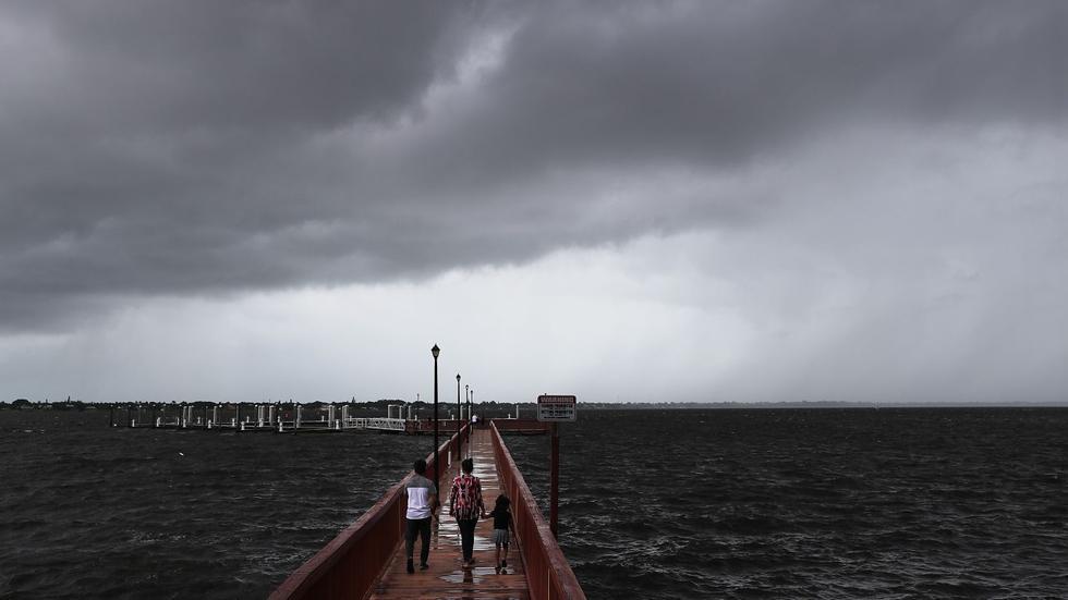 Foto 1 | El huracán Dorian se acerca a las costas de Estados Unidos. Por el momento, Florida, Georgia y las Carolinas (Norte y Sur) han sido declaradas en emergencia. (Foto: AFP)
