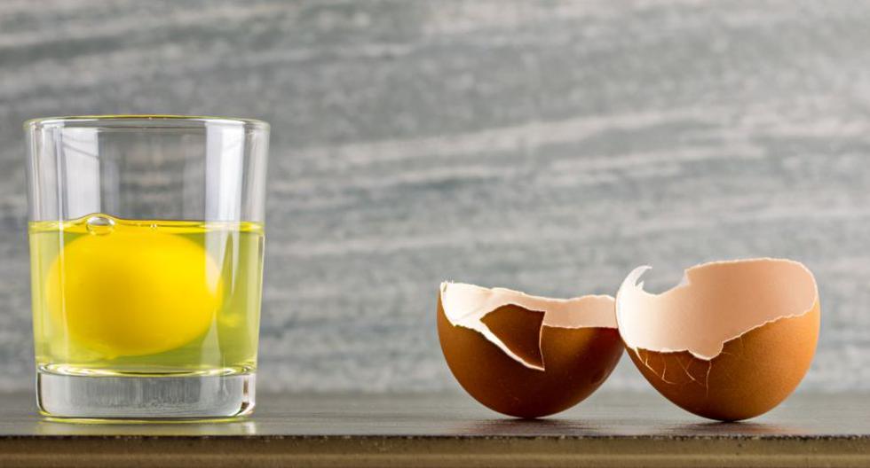 La limpia con huevo es uno de los rituales más sencillos del mundo y puede eliminar las malas vibras (Foto: Univisión)