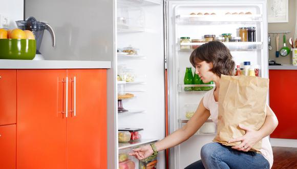 Lo primero que debes hacer es sacar todos los alimentos que ya vencieron o están malogrados.