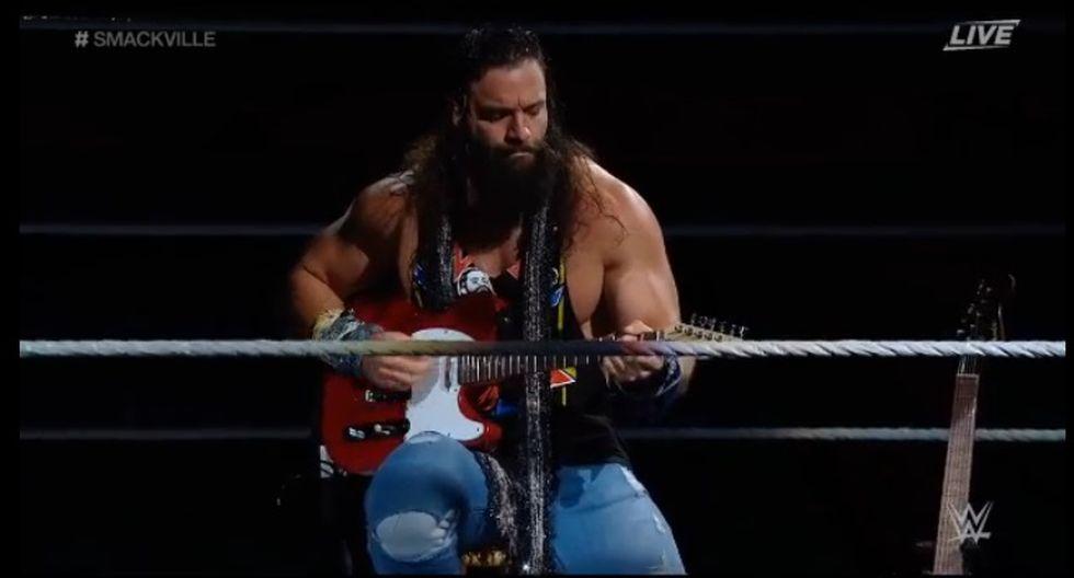 'KO' Kevin Owens arruinó la presentación del guitarrista Elías. (Captura WWE)