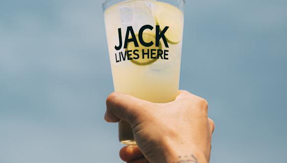 Es falso que el whisky no se debe mezcalr con agua,  unas gotas de agua  ayudan a que el whisky revele más su espíritu. (Foto: Jack Daniel's)