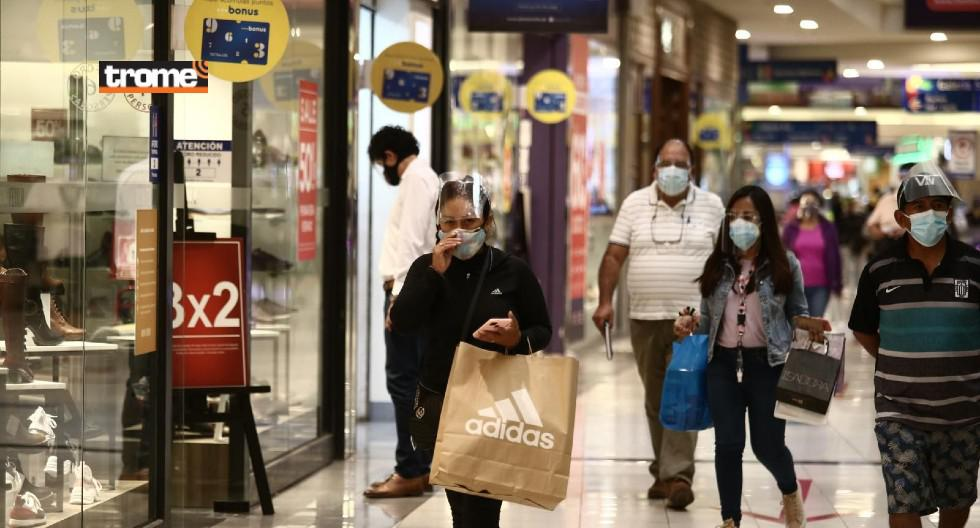 Centros comerciales con ofertas y público puede revisar el aforo en tiempo real.  (Trome / Jesús Saucedo)