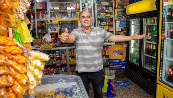 Este pujante comerciante sabe del gran sacrificio que debe hacer día a día para sacar adelante el negocio.   Foto: Allengino Quintana / Trome.