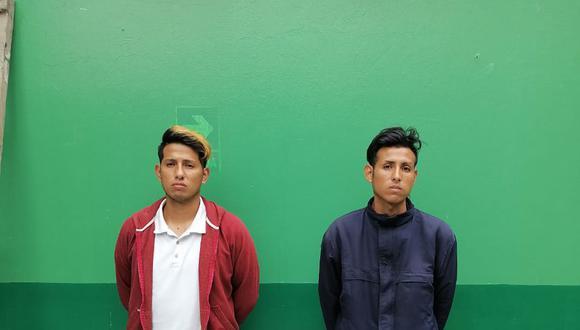 Los hermanos Kevin Crespo Castro (27) (de casaca azul) y César (30) permanecerán detenidos en la comisaría de Manchay, en Pachacámac.