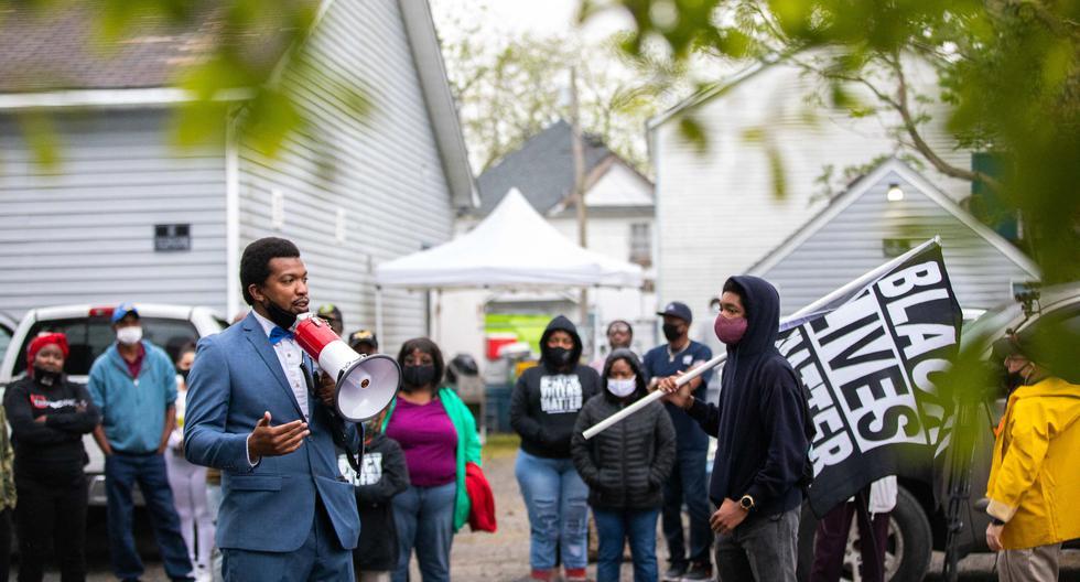 Imagen de una protesta por la muerte de Andrew Brown Jr. en Elizabeth City, Carolina del Norte, el 24 de abril de 2021. (Logan Cyrus / AFP).