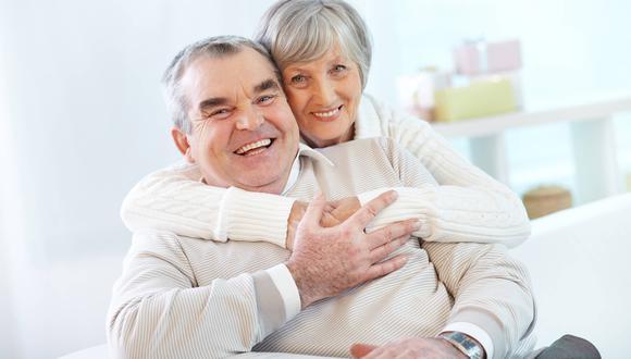 El fomento de la socialización en las personas mayores resultan imprescindibles para evitar su aislamiento social.