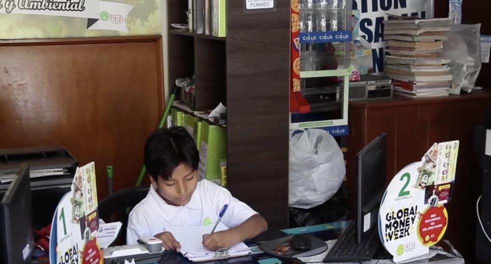 Niño que dirige banco ganó premio mundial