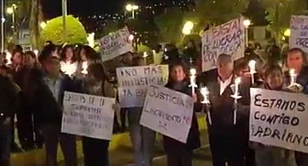 Familiares y allegados de Adriano Pozo realizan vigilia y arremeten contra Arlette Contreras. Foto: Facebook