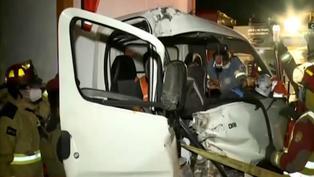 Surco: chofer se queda dormido al volante e impacta su auto contra un tráiler