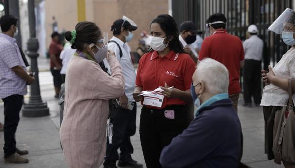 Bono de 600 soles del gobierno serán entregados a familias para afrontar la cuarentena. Foto: Anthony Niño de Guzmán / @photo.gec