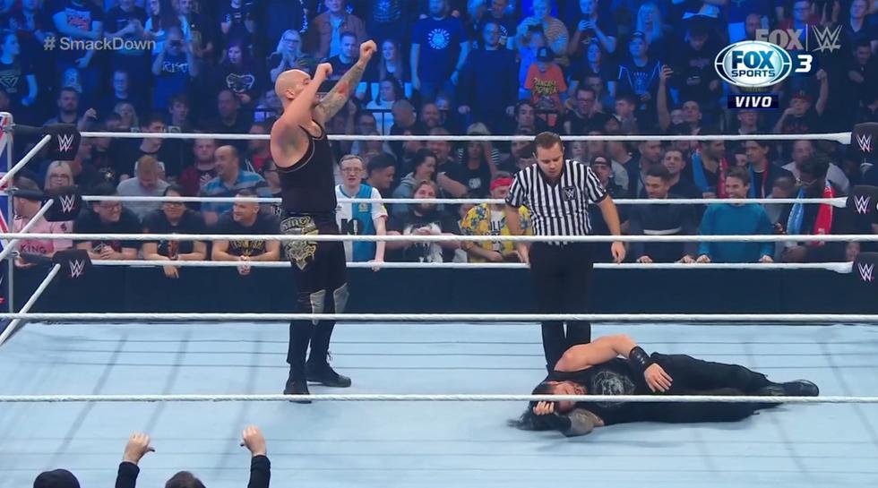 La hicieron trampa a Roman Reigns en  WWE SmackDown (Captura FOX Sports 3)