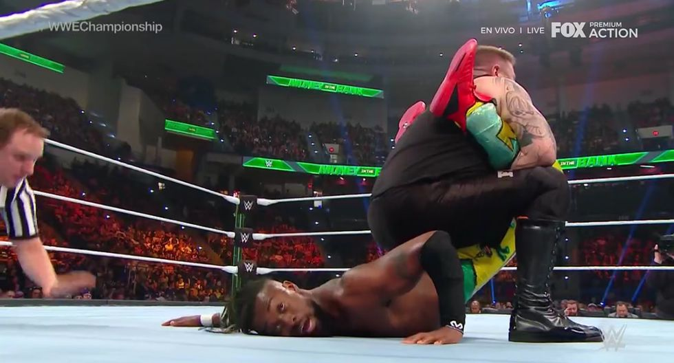 Kofi retuvo el cinturón ante Owens. (Captura Fox Action)