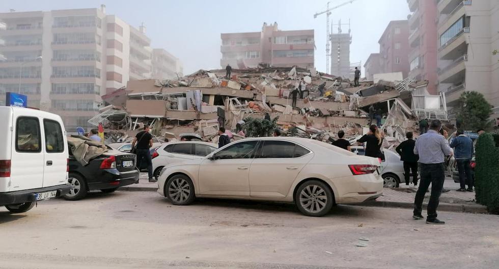 Una casa derrumbada en un área afectada por el terremoto en Esmirna, Turquía, el 30 de octubre de 2020. (Foto: AFP)
