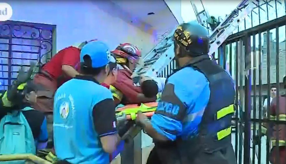 Venezolano queda atrapado en reja tras robar en SMP