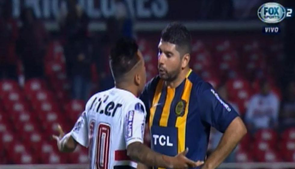 Christian Cueva y Néstor Ortigoza discutieron en el Sao Paulo vs   Rosario Central. (Captura: Fox Sports)