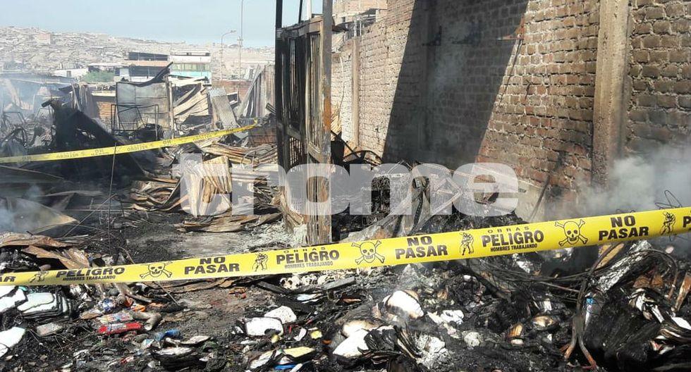 Voraz incendio consume 487 puestos del mercado Bolívar. Foto: Nathalie Salazar