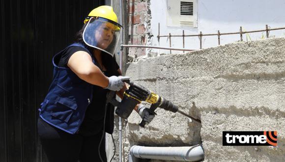 Madre de familia realiza trabajos de gasfitería desde hace cinco años