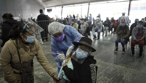Las vacunas que actualmente se emplean en el país requieren de dos dosis para inmunizar a las personas. (Joel Alonzo/@photo.gec)