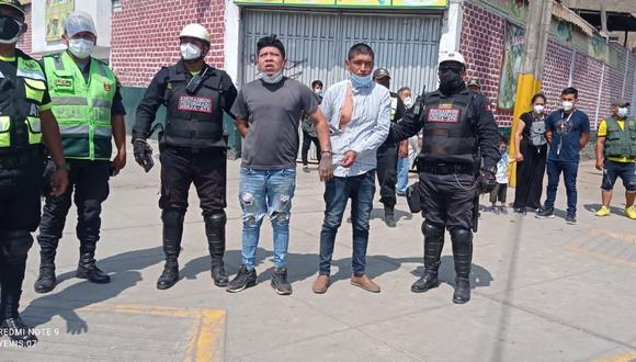 Serenazgo de Ate persiguió y capturó a dos presuntos raqueteros, que huían a bordo de un mototaxi, tras asaltar a un joven que salió a caminar al parque.