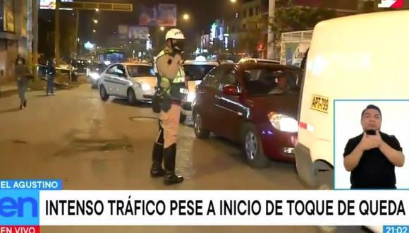 Eran más de las 9 de la noche y en El Agustino continuaban los vehículos y la gente en las calles. (Captura TV Perú)