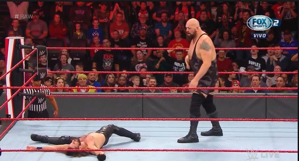 Big Show noqueó con un derechazo a Seth Rollins. (Captura TV)