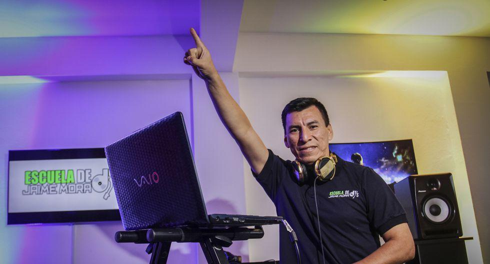 Jaime Mora la rompe como DJ en Lima Norte.