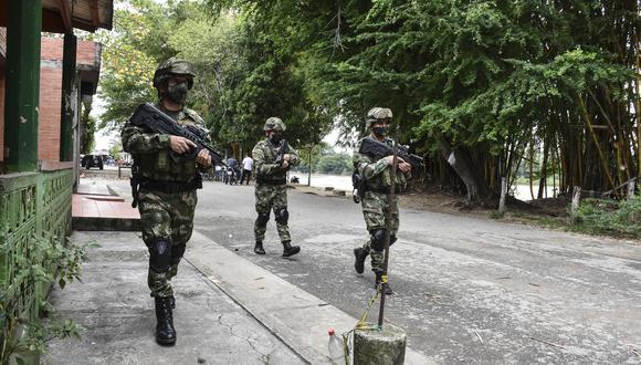 Se ha incrementado la presencia militar que patrulla la frontera entre Venezuela y Colombia. (Foto: AFP)