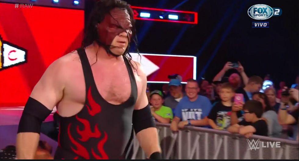 Bray Wyatt  puso fuera de combate a Kane. (Captura Fox Sports 2)