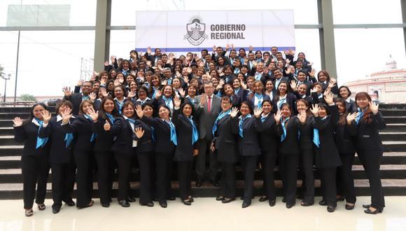 Gobierno Regional entregó 92 becas a docentes para que estudien en España. Foto: Difusión