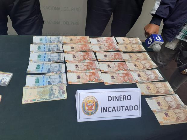 Dos hermanos venezolanos y la pareja de uno de ellos, que conformarían la banda 'Los Chamos de Canto Grande', dedicados, según la policía, a captar jovencitas, incluso menores de edad, en Venezuela para traerlas a Lima con el fin de prostituirlas, fueron intervenidos. (foto: Trome)