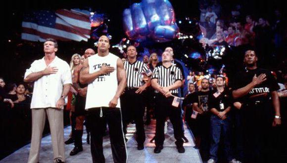 Vince McMahon y The Rock encabezaron la comitiva de WWE que volvió a los shows deportivos tras el atentado. Foto: WWE.