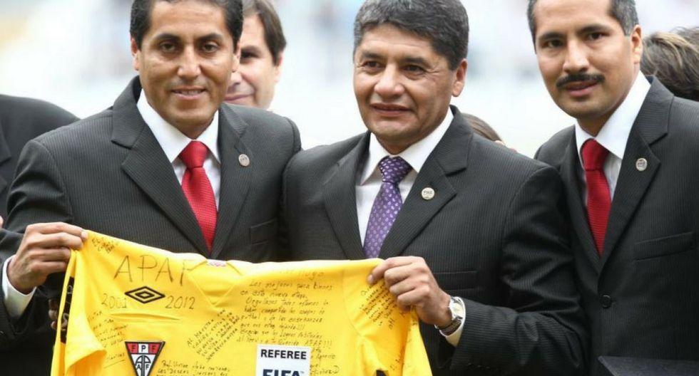 Víctor Hugo Rivera a la espera que el 'VAR' de las Elecciones  2018 le diga que ya es alcalde de Arequipa.