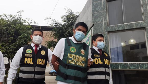 Miguel Guillen Alvarado (20), 'Miky', fue detenido por policías de Depincri Villa El Salvador, cuando iba a comer un platillo de ceviche. Está acusado de asaltar una sanguchería y asesinar al dueño. (foto: Mónica Rochabrum)