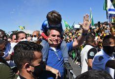 Bolsonaro vuelve a arengar simpatizantes y causa aglomeración en plena crisis de coronavirus