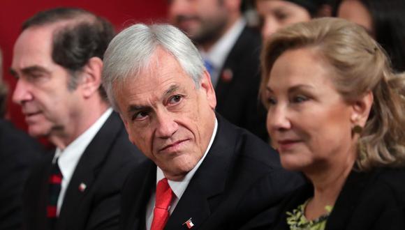 Vista del presidente de Chile, Sebastián Piñera, acompañado de su esposa, Cecilia Morel. (EFE/Mario Ruiz).
