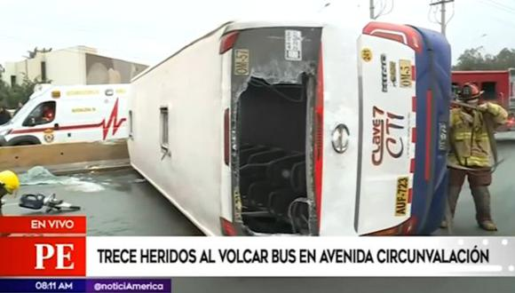 Volcadura de bus dejó al menos 13 heridos en el cruce de las avenidas Circunvalación y Canadá  (Video: América Noticias)