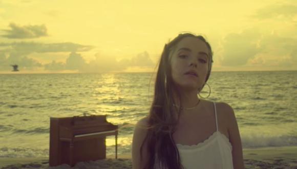 """La cantante Evaluna estrenó su tema """"Uno más uno"""" para celebrar su primer aniversario de bodas con Camilo. (Foto: Captura de YouTube)"""