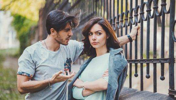 Si tu ex tiene rasgos psicopáticos y su conducta te hace sentir miedo o estar en peligro, es mejor acudir con la policía para acabar con ese tormento.