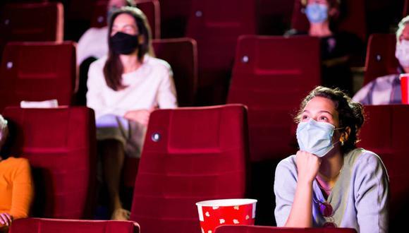 Consumidores podrán ingresar a las salas de Cineplanet con alimentos y bebidas comprados fuera de los establecimientos cuando se autoricen los protocolos sanitarios. (Foto: CNN)