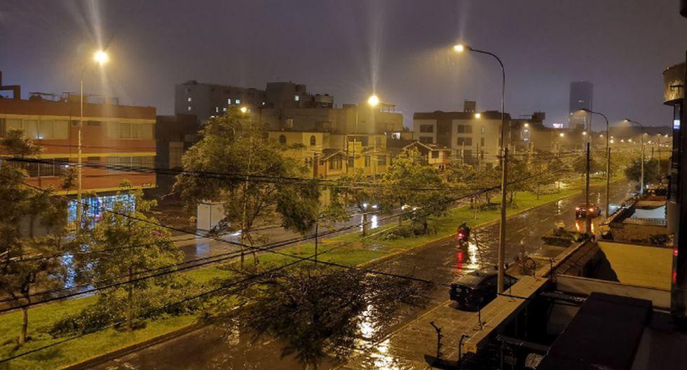 Usuarios en Twitter compartieron su experiencia con la lluvia en Lima. (Fotos: Twitter)
