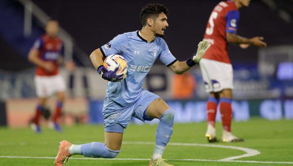El 2020 fue elegido como el mejor arquero del fútbol chileno. (Foto: AFP)