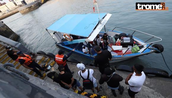 Los intervenidos fueron llevados hasta muelle en pequeñas lanchas. ( Foto: Eduardo Cavero/ GEC )
